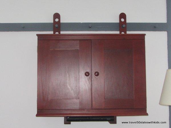 Shaker wall cabinet