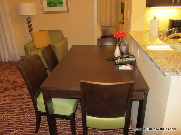 Bowling Green TownePlace 2 BR Suite Dining