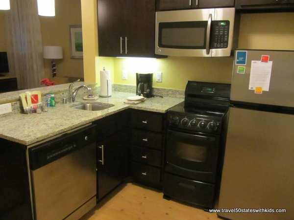 Bowling Green TownePlace 2 BR Suite Kitchen