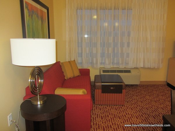 Bowling Green TownePlace 2 BR Suite Living room with pullout bed