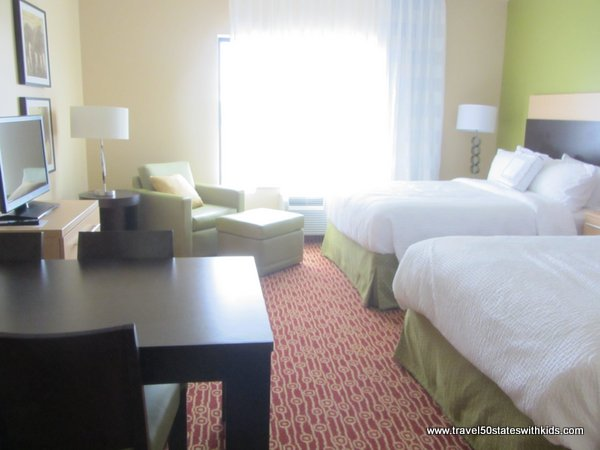 Bowling Green TownePlace Suites dining and bedroom area