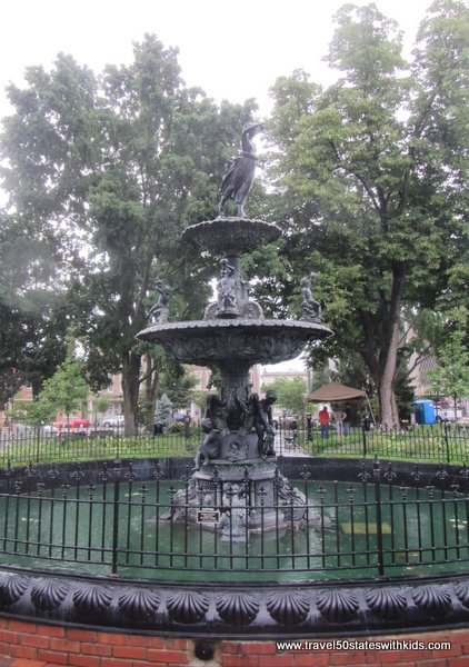 Fountain at Bowling Green Fountain Square