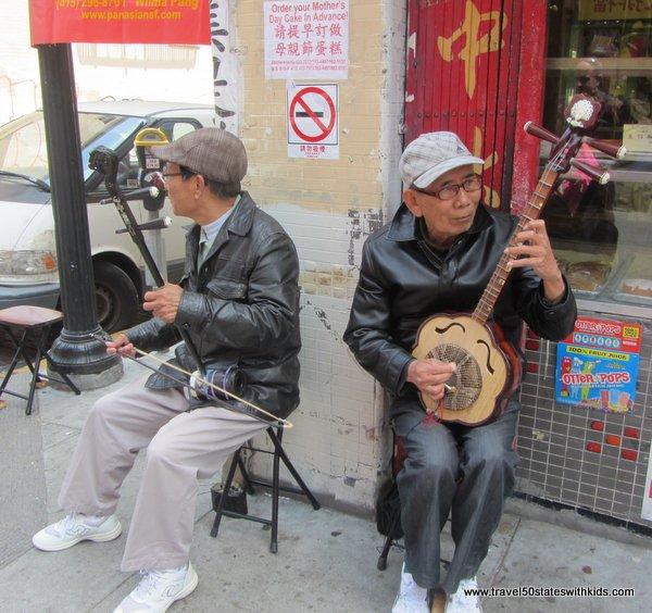 Street musicians in Chinatown
