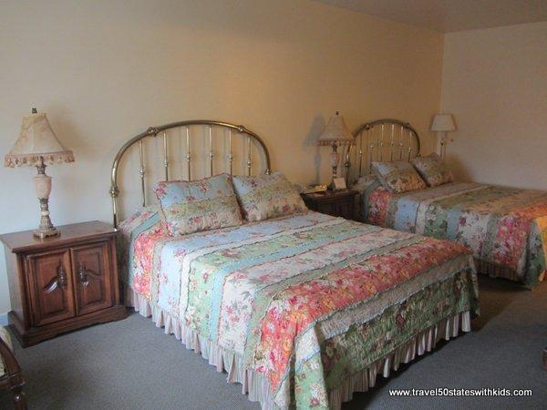 Kids bedroom in family suite at Hofsas House Hotel in Carmel