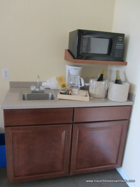 Kitchenette area with microwave in family suite at Hofsas House