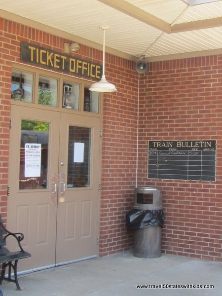New Haven Train Station - Kentucky Railway Museum