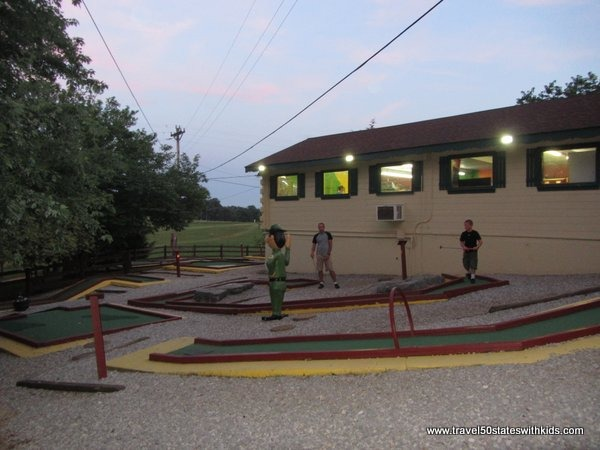 Mini golf at Jellystone Mammoth Cave