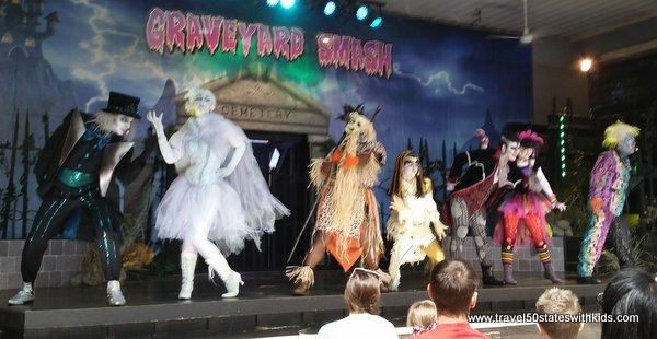 Graveyard Smash Show - Holiday World