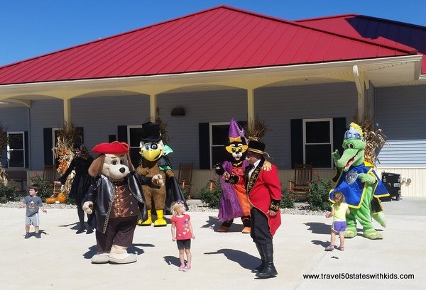 Kitty Claws Dance Party - Holiday World