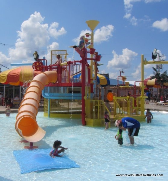 Preschooler water play Beech Bend Splash Lagoon