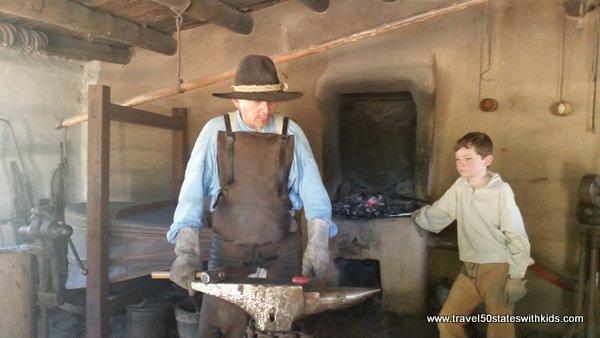 Blacksmith - El Rancho de las Golondrinas