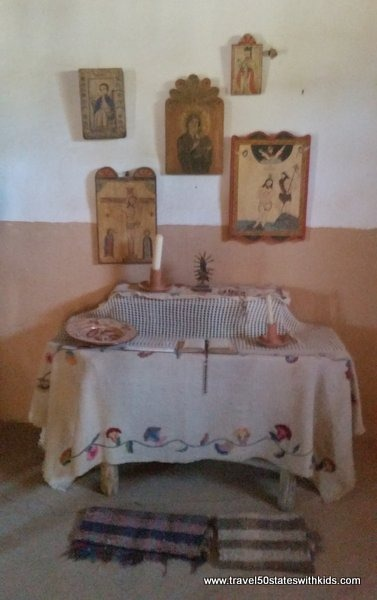 Prayer table - El Rancho de las Golondrinas