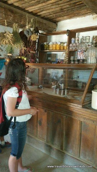 Store - El Rancho de las Golondrinas