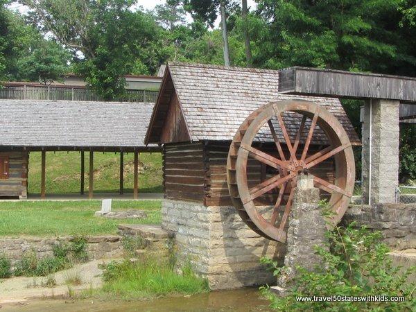 Water wheel - Old Bardstown Village
